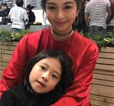 邱淑贞15岁女儿沈月妆容精致 成熟美貌不输妈妈