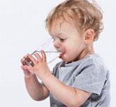 宝宝每天需要喝多少水 如何让宝宝爱上喝水