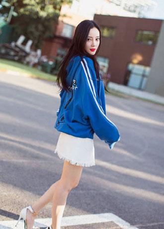 时尚辣妈李小璐最新时尚街拍美照曝光 清新又时尚