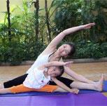 亲子瑜伽有哪些体式 宝妈们快带着宝宝一起做吧