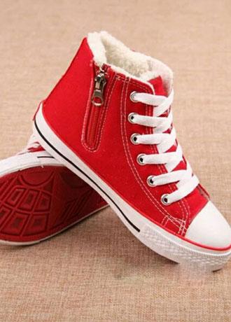 想要时尚不落伍 就准备一款时尚帆布鞋吧