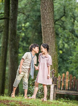 绿树成荫的山林上 是两小无猜 还是琦瑞德泽春装