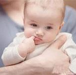 宝宝爱吃手是这原因 很多家长都弄错了