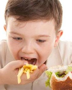 4种不良习惯易导致孩子发胖 可引起性早熟