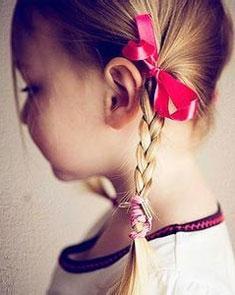 孩子总是挠耳朵小心中耳炎 中耳炎对孩子有多大影响