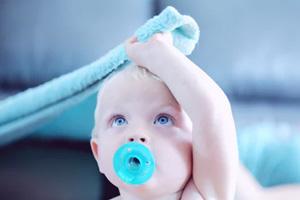 宝宝发育时需要大量的水分 宝宝缺水有哪些症状?