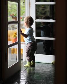 让孩子玩着做家务 家长们快来学!