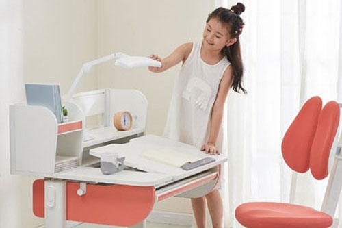 享学电动学习桌椅 让学习效率事倍功半!