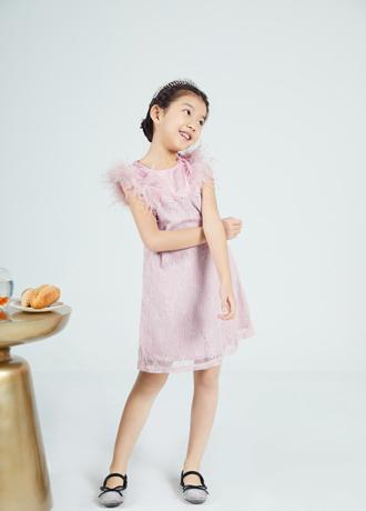 清新动人的连衣裙 做一个夏日里的时髦精