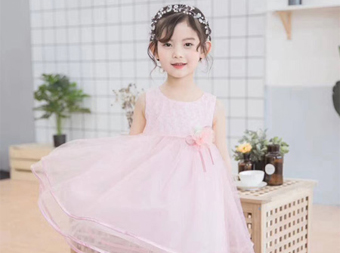 这些新品连衣裙很特别 一定要选一款