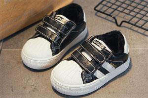 穿脱省事的时尚小白鞋 确定不来看看吗?