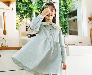 淘气贝贝专业的童装品牌 它的衣服家长们都放心!