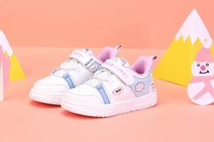 HELLO KITTY时尚童鞋 有利于孩子增高