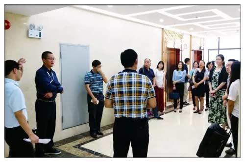 欢迎由区组织部科长张军携财务科人员莅临佰林格都参观培训
