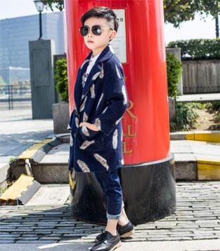 欧卡星展示时尚小达人的搭配秀 展现时尚态度