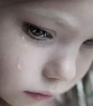 当孩子哭泣时 请把你的耳朵借给TA