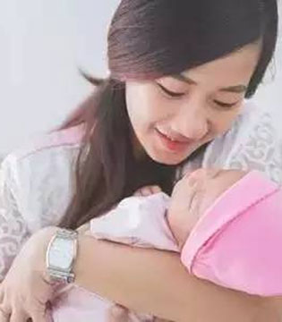 小baby应该多抱抱还是多躺着?