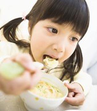 婴儿添加辅食不要早于4个月或晚于7个月