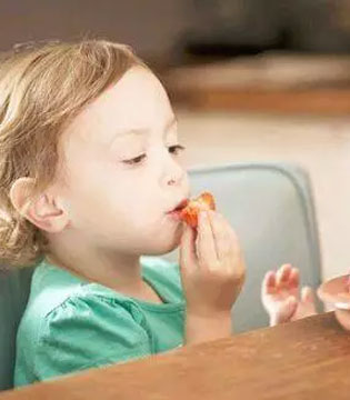 宝宝冬季吃水果不能停 这样吃在健康