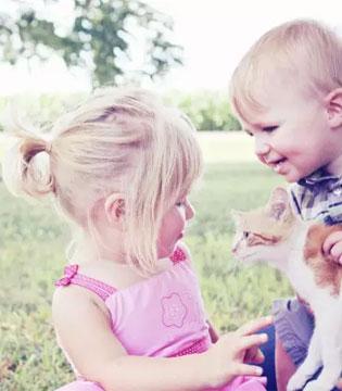 一位二胎家庭老大含泪告诉你:俩孩子 如何养?