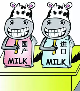 振兴国产奶粉 将宝宝的奶罐端在自己手上
