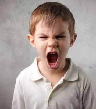 爸妈注意了!这2个年龄段的孩子不能打 再生气也别动手!