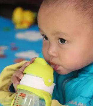 利其尔Richell:能变身最合适宝宝的奶瓶~
