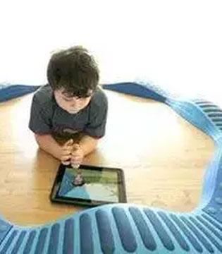 你凭什么不让孩子玩手机?