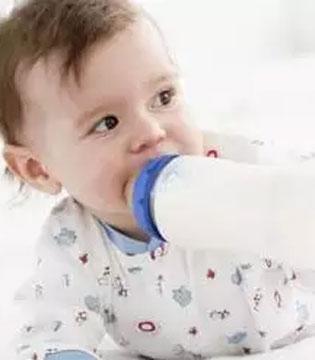 新手爸妈你到底会不会给宝宝冲奶粉?这6个错误千万别犯!