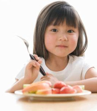 儿童减肥饮食5个小建议 晚餐不妨早点吃