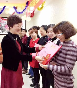 MYTALE童话故事童装全体员工祝你新年快乐!平安幸福!