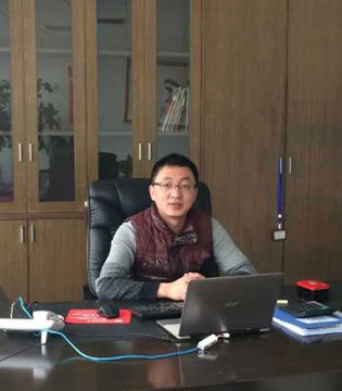 咔淇贝儿总经理郝进尧祝愿大家新春快乐合家欢 吉庆有余过大年!