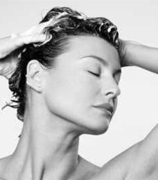 冬季头发油腻腻怎么办 洗对头让头发焕发光彩