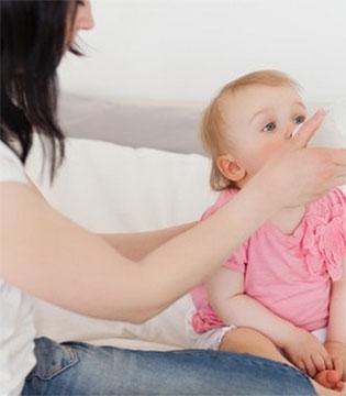初乳看着脏脏的 到底要不要给宝宝吃?