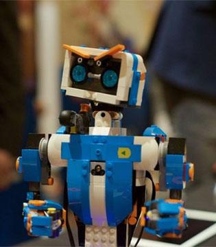 乐高在CES上推出可编程玩具Lego Boost