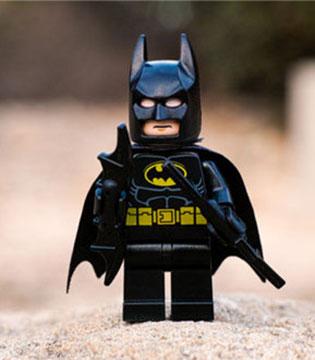乐高大电影《蝙蝠侠》上映在即 服饰等周边产品热销