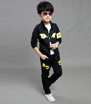 小型男搭配指南:小嗨皮童装给你一个酷炫boy!