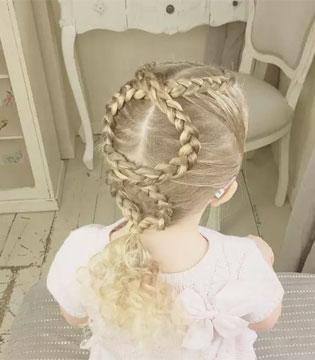 做巧手妈妈的女儿超幸福 唯美发型怎么看都不够
