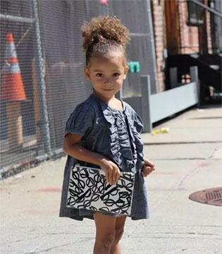 5岁迷你版蕾哈娜,穿搭引领风潮,甩众明星几条街
