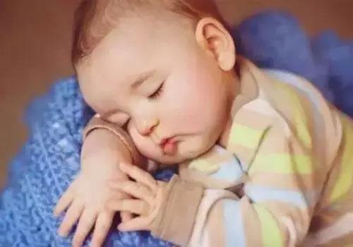 新生儿宝宝不爱睡觉怎么回事