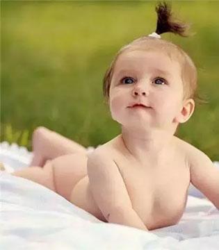 新生儿爱裸睡更健康!