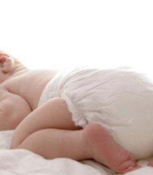 新生儿用尿布好还是纸尿裤好