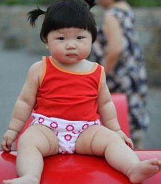 宝宝什么时候穿内裤最合适 三个关键告诉你