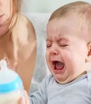 小宝宝不吃奶怎么办  合适的奶嘴是关键