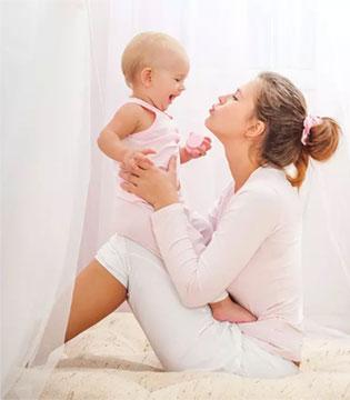 宝宝发育迟缓都因抱太久  爱我你就放下我吧