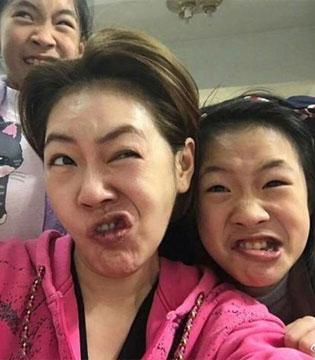 放飞自我 小S和女儿扮鬼脸丑出天际