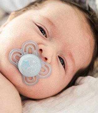 宝宝使用婴儿安抚奶嘴有哪些事情应注意