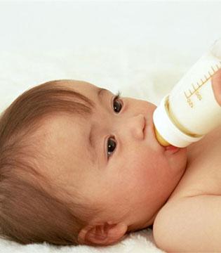 谣言粉碎机  那些妈妈圈的奶粉谣言你上当了吗