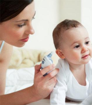 宝宝发烧就医前  这3件事家长千万别忽略