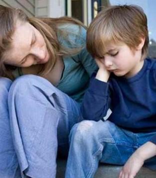 孩子内向爸妈如何关爱  让他们知道自己很棒